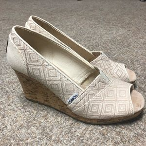 TOMS Diamond Geometric Print Peep Toe Wedge